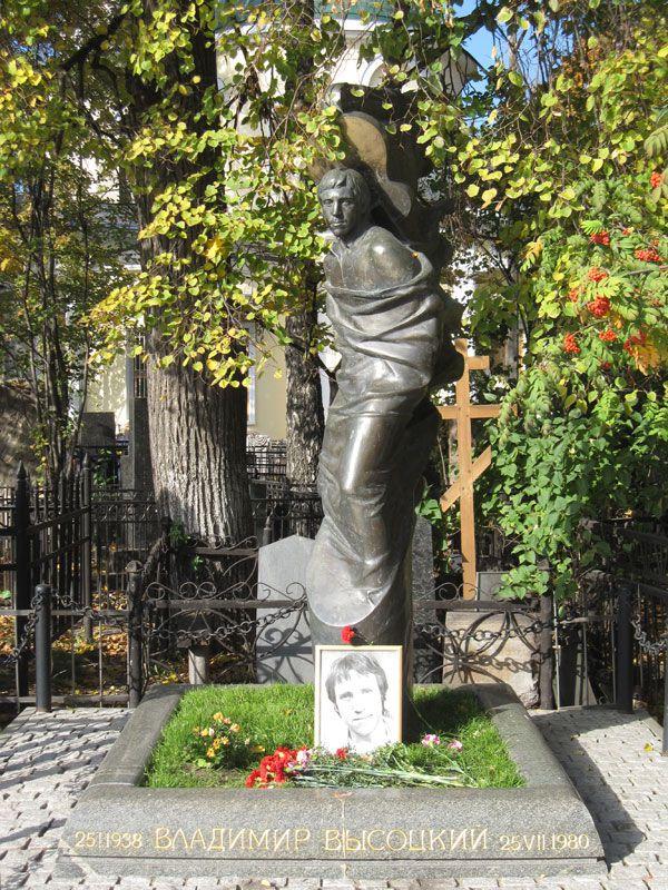 Памятник на ваганьковском кладбище высоцкому как сделать памятник из мраморной крошки