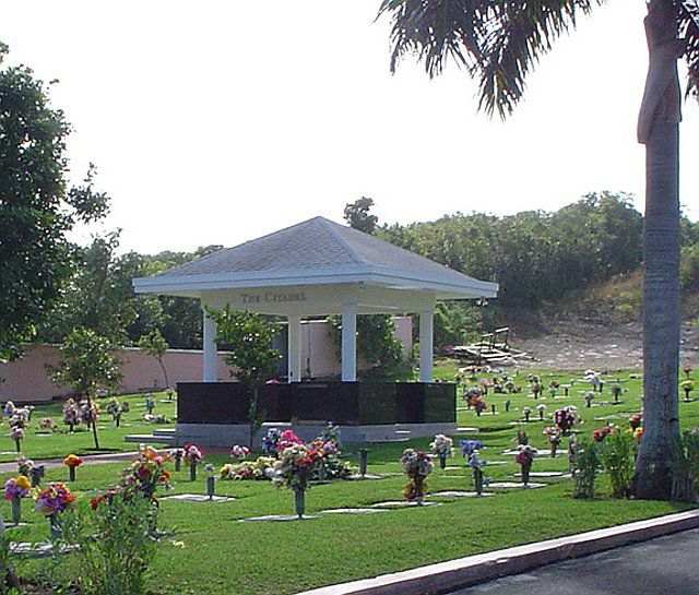 Lakeview Memorial Gardens Fasci Garden